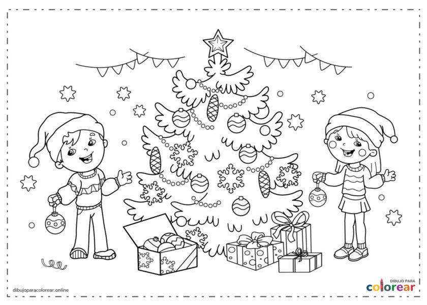 Árbol de Navidad con niños cantando villancicos