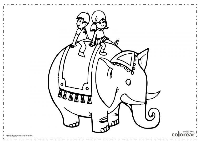 Elefante de la india con niños encima