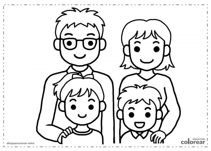 Padre, madre, hija e hijo en una foto retrato