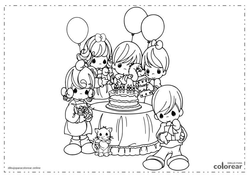 Fiesta de cumpleaños con regalos, tarta y globos