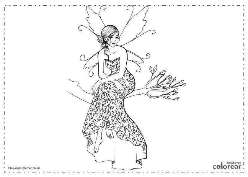 Hada sentada en la rama de un árbol