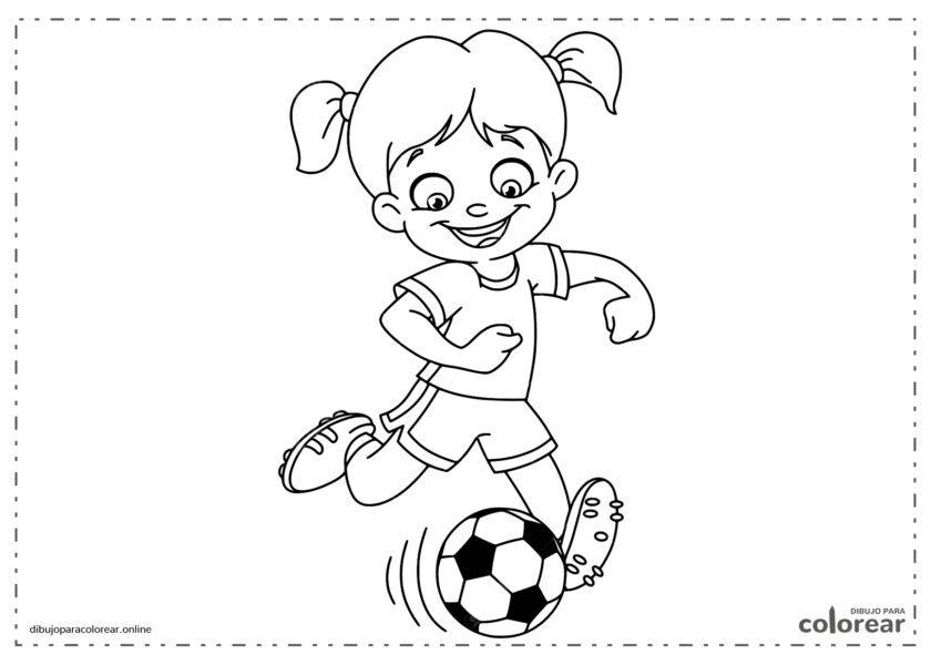 Niña jugando al fútbol