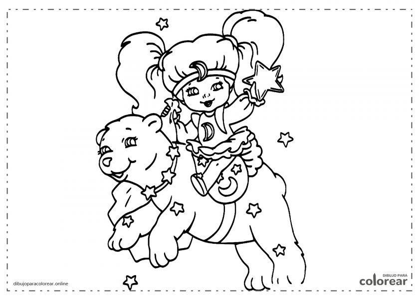 Niña encima de un oso y con las estrellas de fondo