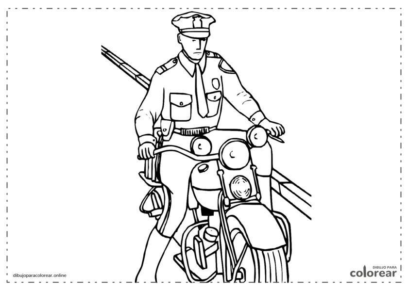 Policía patrullando en moto