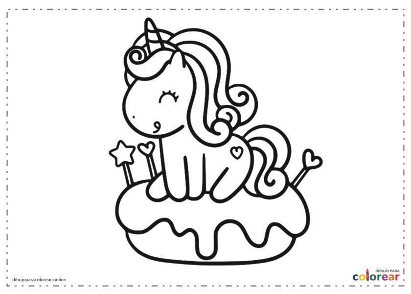 Unicornio sobre una tarta